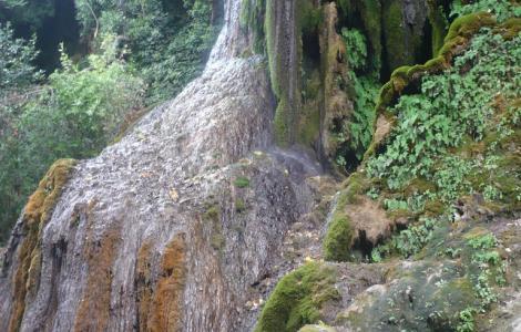 Laconi, cascata nel parco Aymerich