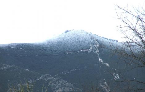 Veduta del Monte Grighine innevato
