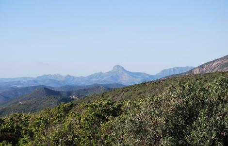 Monte Arcuento sullo sfondo