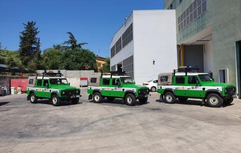 i tre mezzi del Piemonte ceduti a forestas per la campagna AIB (foto G.Lai)