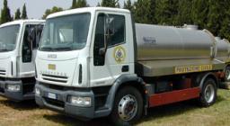 Autobotte della Protezione Civile in carico all'Ente Foreste per il trasporto di acqua potabile