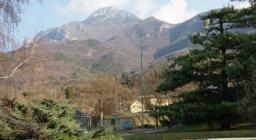 panorama montagne dal centro di Peri