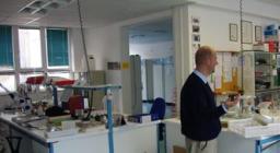 nel laboratorio del CF di Peri