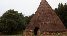 pinnetto ricostruito presso i locali della foresta demaniale di Funtanamela