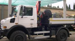 UNIMOG Protezione Civile attrezzato con montacarichi