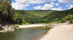 Flumendosa, Località Gildesi le rive si sono conformate in una nuova disposizione dopo inondazione del 2003. Ora rappresentano la spiaggia per la popolazione di Aritzo.