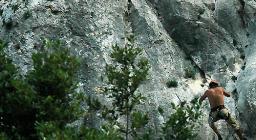 Guglia, salita in arrampicata