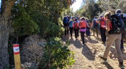 Escursionisti lungo il Sentiero Italia tra Settefratelli e Burcei (foto Alessio Saba)