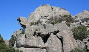 particolari forme delle rocce lungo il sentiero di Semida